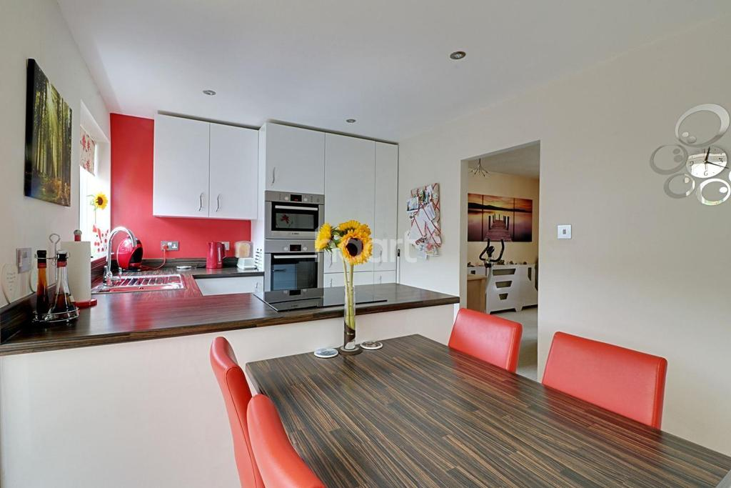 3 Bedrooms Semi Detached House for sale in Blackmoor Close, Ascot