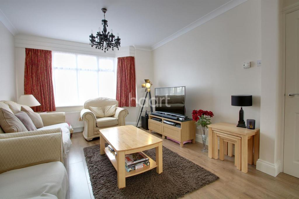 4 Bedrooms End Of Terrace House for sale in Ilfracombe Gardens, Chadwell Heath