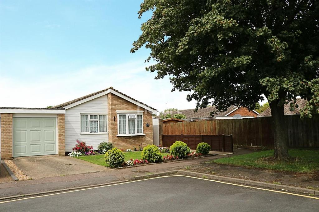 2 Bedrooms Bungalow for sale in Devon Park, Bedford