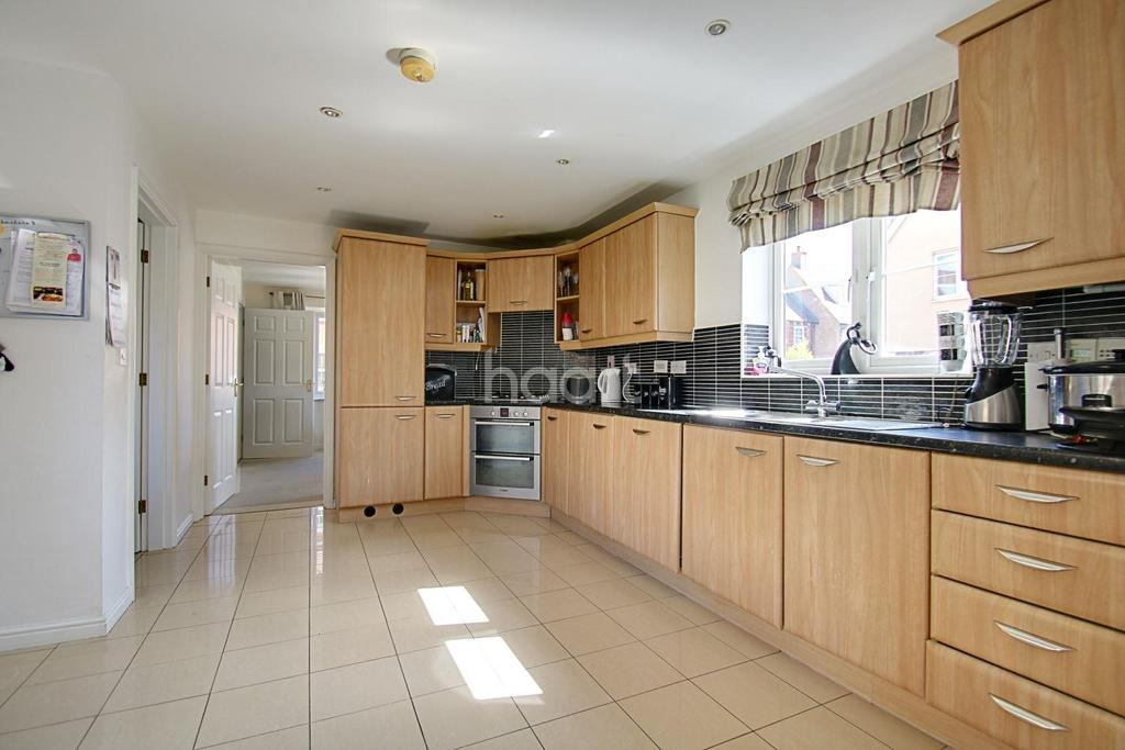 4 Bedrooms Detached House for sale in Secundus Drive, Colchester