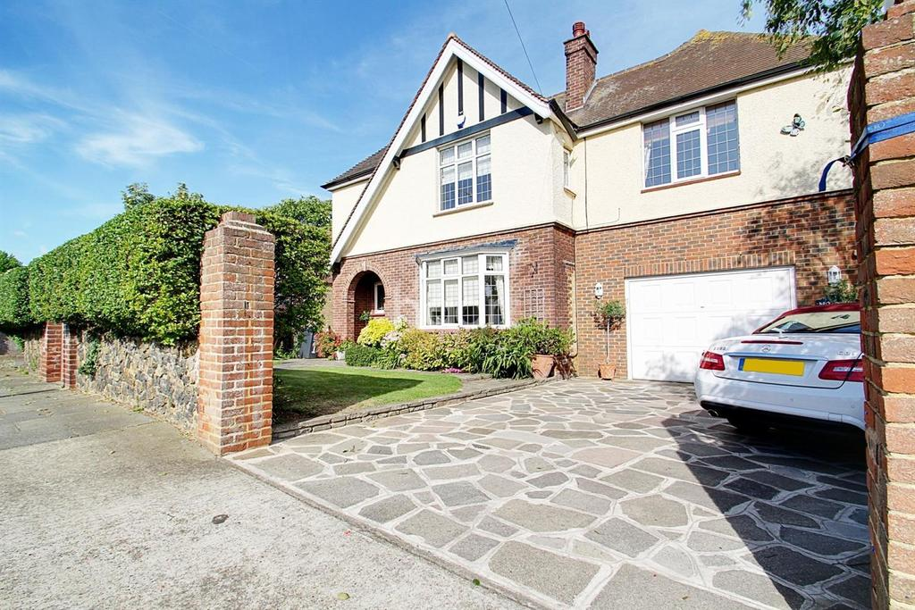 5 Bedrooms Detached House for sale in Waldron Road, Broadstairs, CT10
