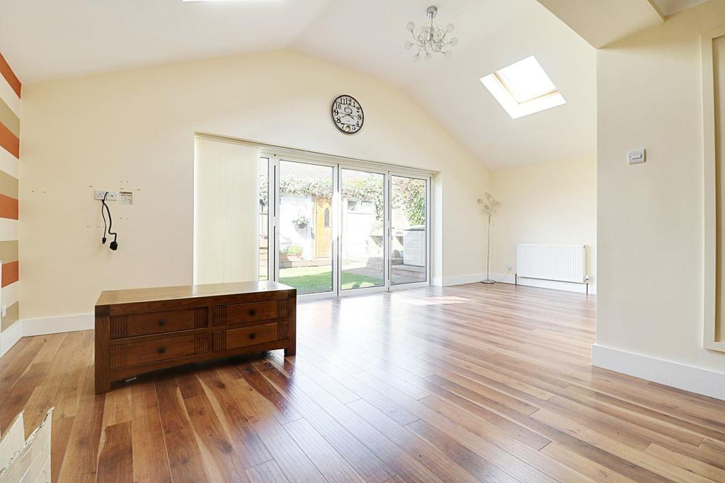 3 Bedrooms Bungalow for sale in Anstey Close, Eastwood