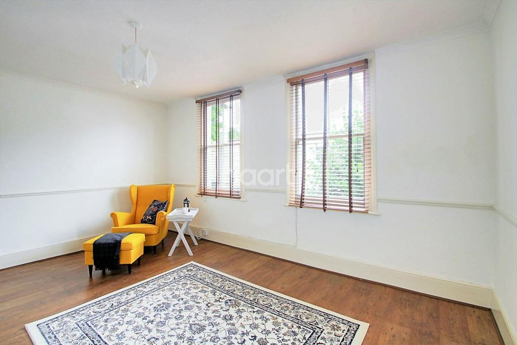2 Bedrooms Flat for sale in Gurney Road, Stratford, London, E15