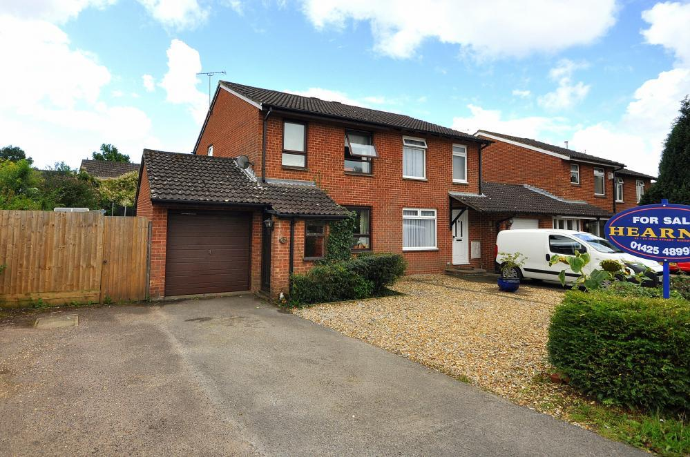 3 Bedrooms Semi Detached House for sale in Ringwood, BH24 3LS