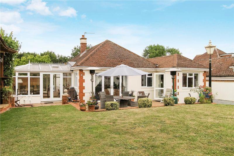 4 Bedrooms Bungalow for sale in Burpham