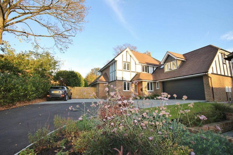 4 Bedrooms Detached House for sale in Westhall Road, Warlingham