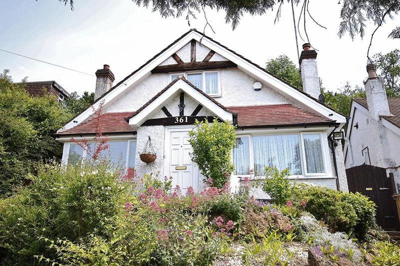 3 Bedrooms Bungalow for sale in Godstone Road, Whyteleafe