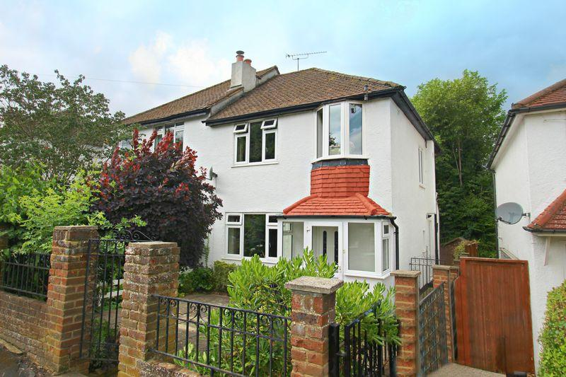 3 Bedrooms Semi Detached House for sale in Tillingdown Hill, Caterham