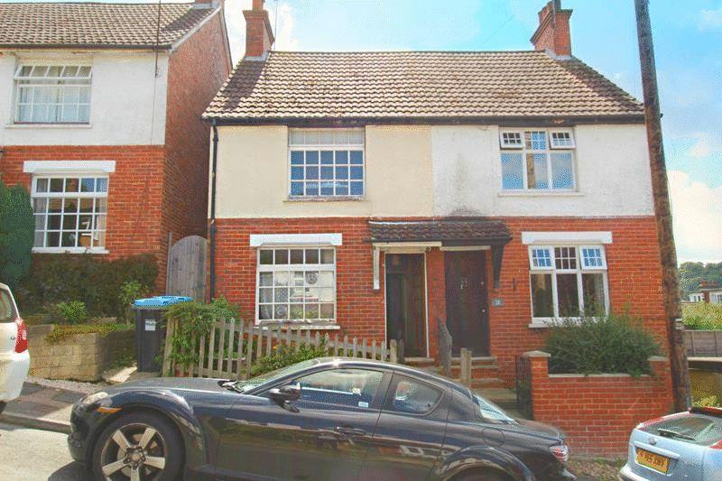 2 Bedrooms Semi Detached House for sale in Beechwood Gardens, Caterham