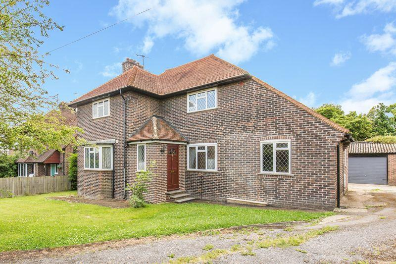 3 Bedrooms Detached House for sale in Tylers Green Cottages, Godstone