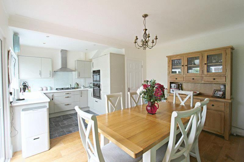 4 Bedrooms End Of Terrace House for sale in William Road, Caterham