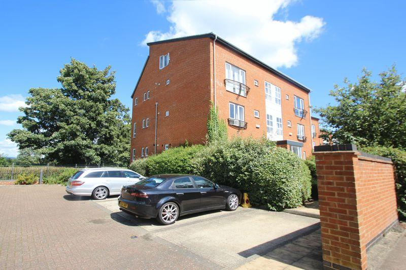 2 Bedrooms Apartment Flat for sale in Avebury Avenue, Tonbridge