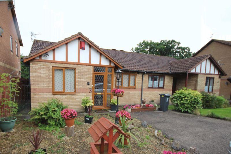 2 Bedrooms Bungalow for sale in Chervil Close, St Mellons