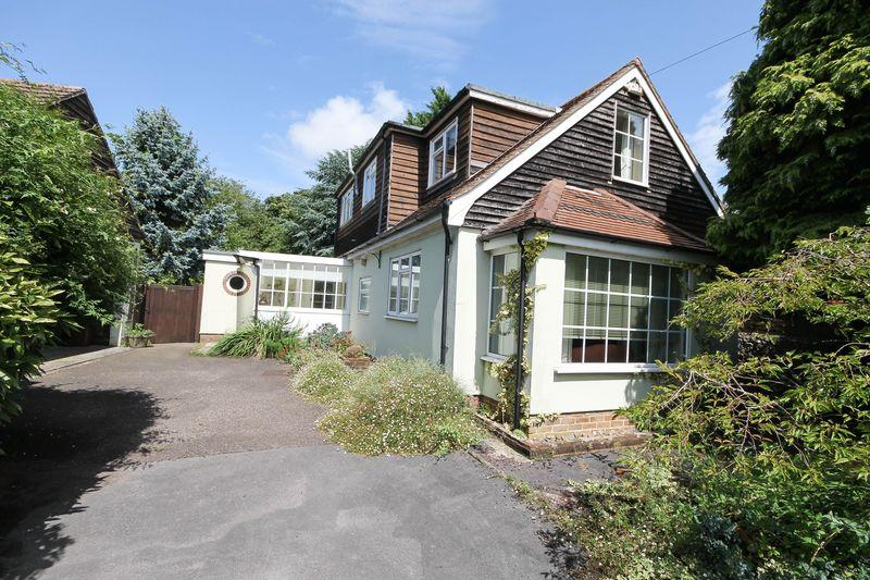 3 Bedrooms Detached House for sale in East Street, Westbourne