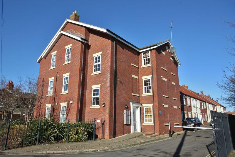 2 Bedrooms Flat for sale in Platform 17, Beverley