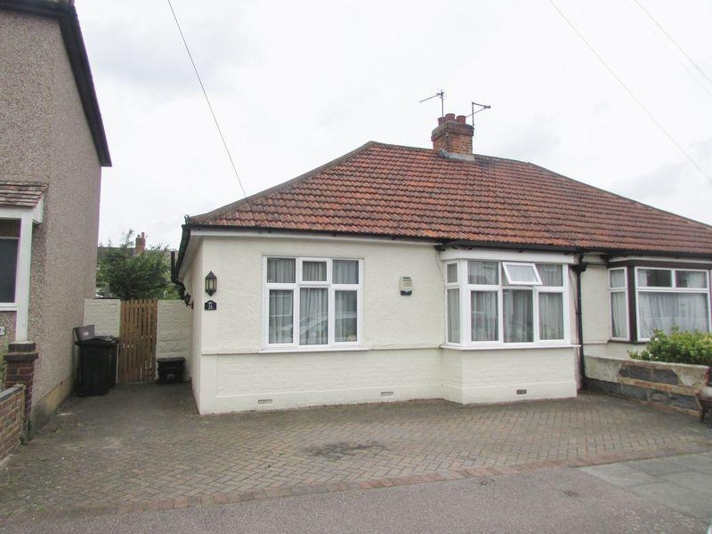 3 Bedrooms Semi Detached Bungalow for sale in Beaconsfield Road, Bexley