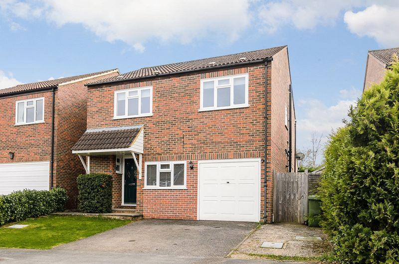 4 Bedrooms Detached House for sale in Orchard Hill, Rudgwick