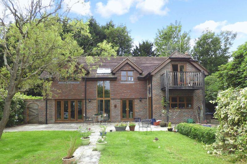 4 Bedrooms Detached House for sale in Off Western Road, Newick