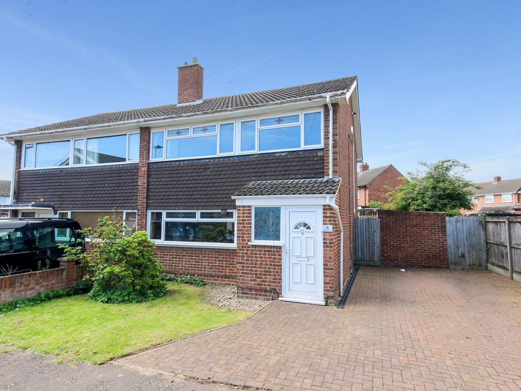 3 Bedrooms Semi Detached House for sale in Hatfield Close, Flitwick, MK45