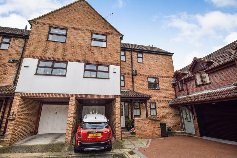4 Bedrooms Mews House for sale in Wharfe Court, Keighley