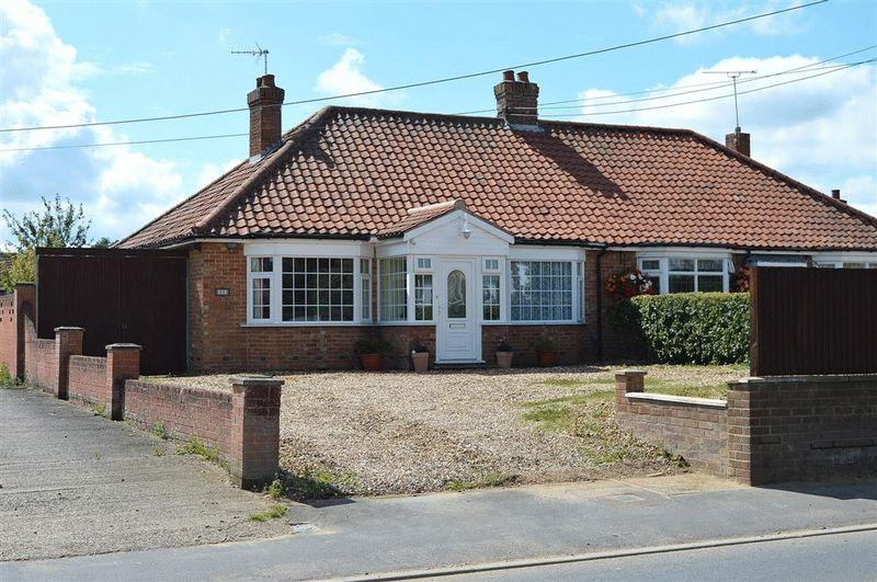 2 Bedrooms Semi Detached Bungalow for sale in Norwich Road Watton