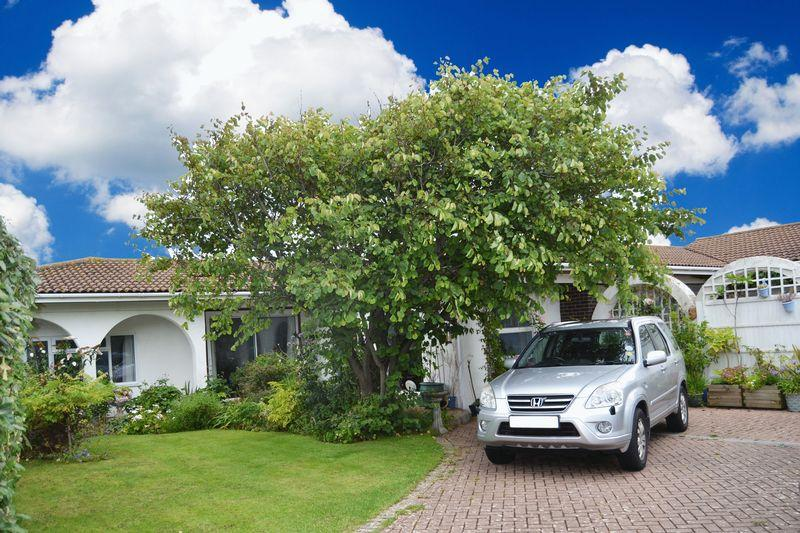 4 Bedrooms Detached Bungalow for sale in SOUTH FERRING