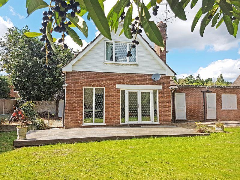 2 Bedrooms Detached House for sale in Linden Drive, Farnham Royal, Buckinghamshire SL2