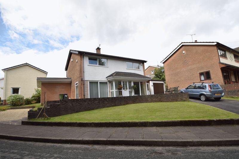 3 Bedrooms Detached House for sale in Heol Derwen, Pontypool