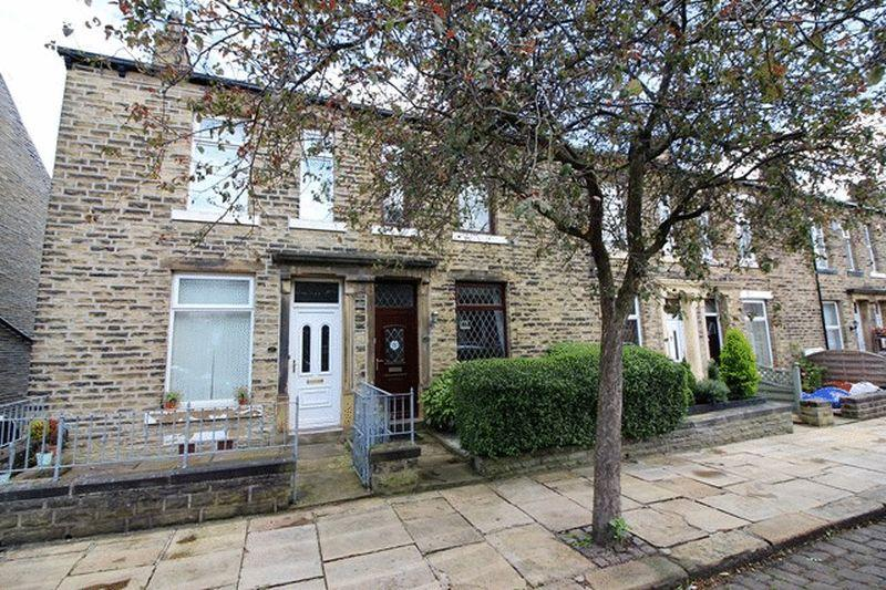 2 Bedrooms Terraced House for sale in Abbey Walk South, Halifax