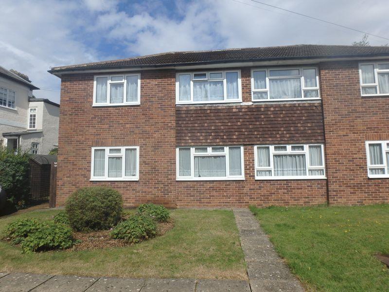 2 Bedrooms Maisonette Flat for sale in Ladbroke Road, Epsom