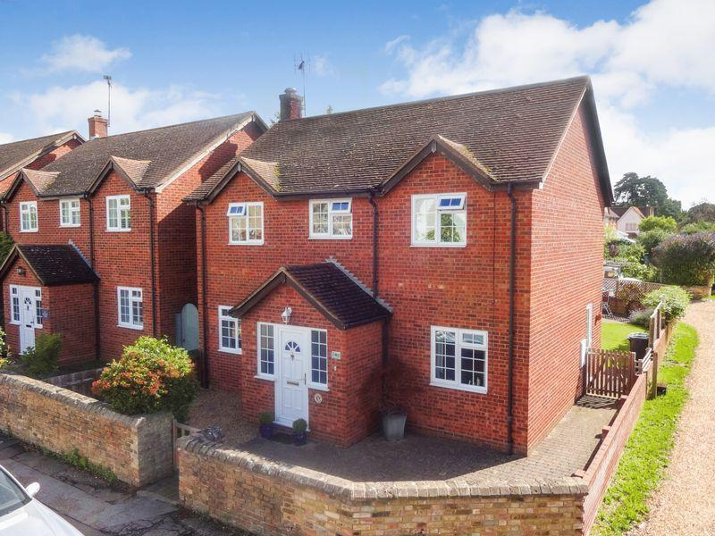 4 Bedrooms Detached House for sale in High Street, Silsoe