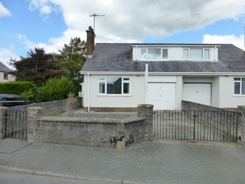 3 Bedrooms Semi Detached House for sale in Pontllyfni