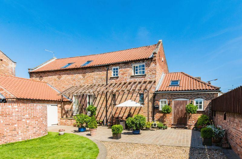 4 Bedrooms House for sale in Church Street, Misterton, DN10