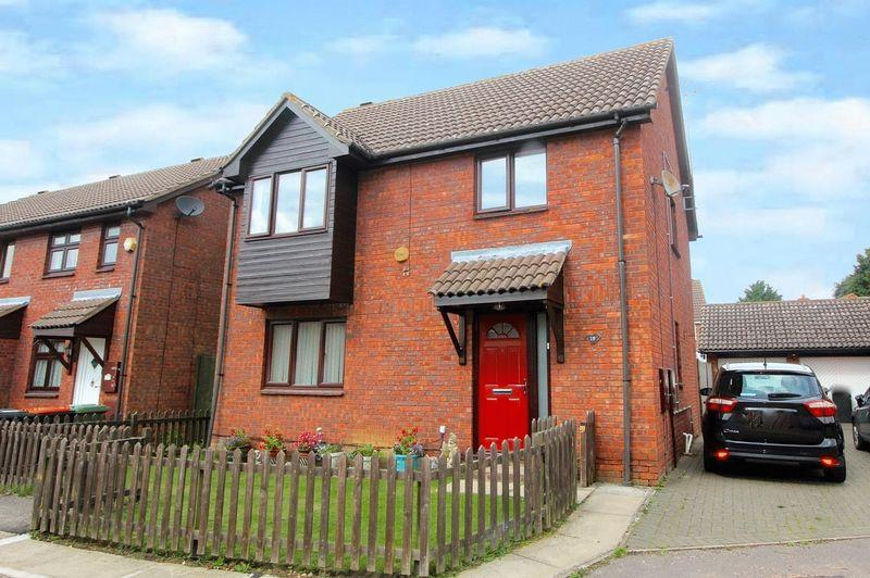 4 Bedrooms Detached House for sale in Holly Farm Close, Caddington