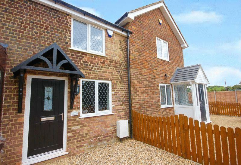 2 Bedrooms Terraced House for sale in Chaul End Road, Caddington Village