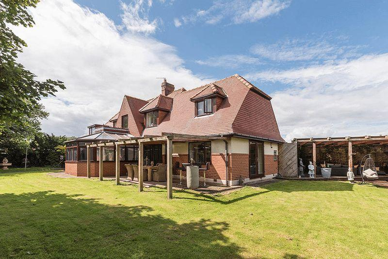 4 Bedrooms Detached House for sale in Cresswell, Morpeth