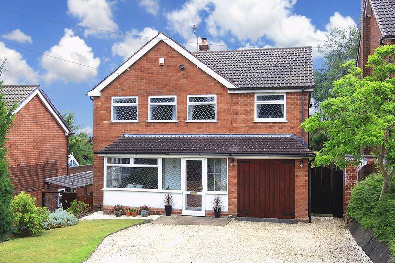 4 Bedrooms Detached House for sale in ETTINGSHALL PARK, Farrington Road