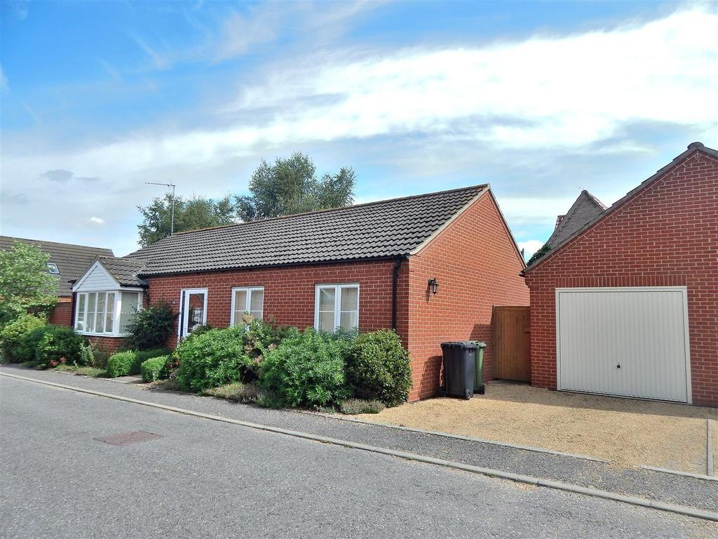 3 Bedrooms Detached Bungalow for sale in Paiges Close, Dersingham, King's Lynn