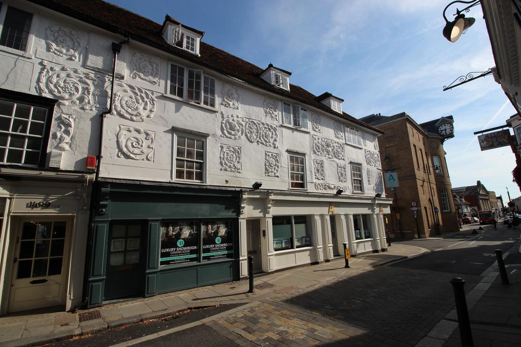 1 Bedroom Block Of Apartments Flat for sale in Fore Street, Hertford SG14