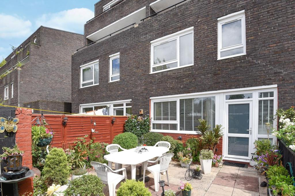 4 Bedrooms Flat for sale in Rutley Close, Walworth