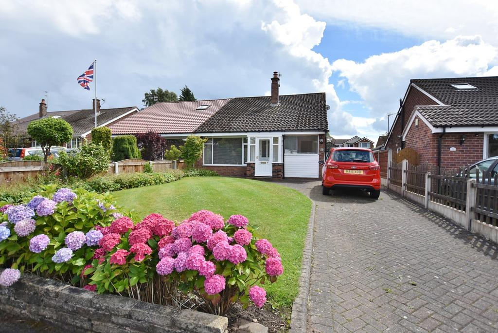 3 Bedrooms Semi Detached Bungalow for sale in Buckfast Close, Hale