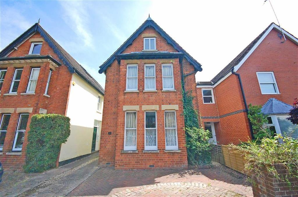 4 Bedrooms Detached House for sale in Copt Elm Road, Charlton Kings, Cheltenham, GL53