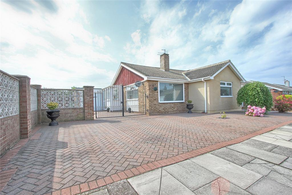 3 Bedrooms Detached Bungalow for sale in Carisbrooke Way, Redcar