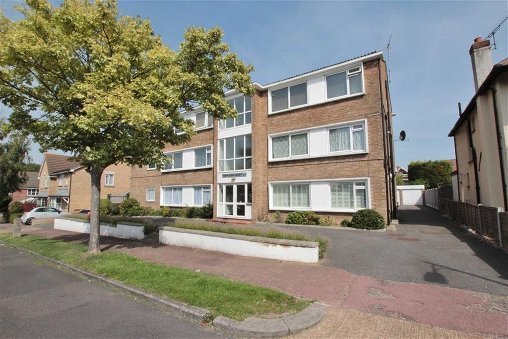 2 Bedrooms Flat for sale in Fernleigh Drive, Leigh-On-Sea, Essex
