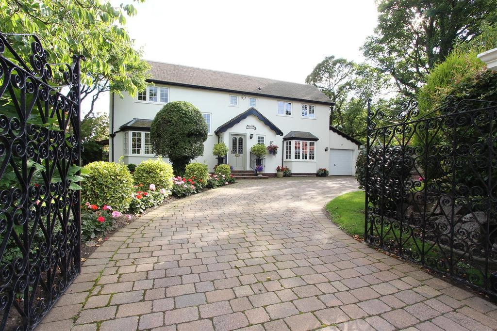 4 Bedrooms Detached House for sale in Clifton Drive, Lytham
