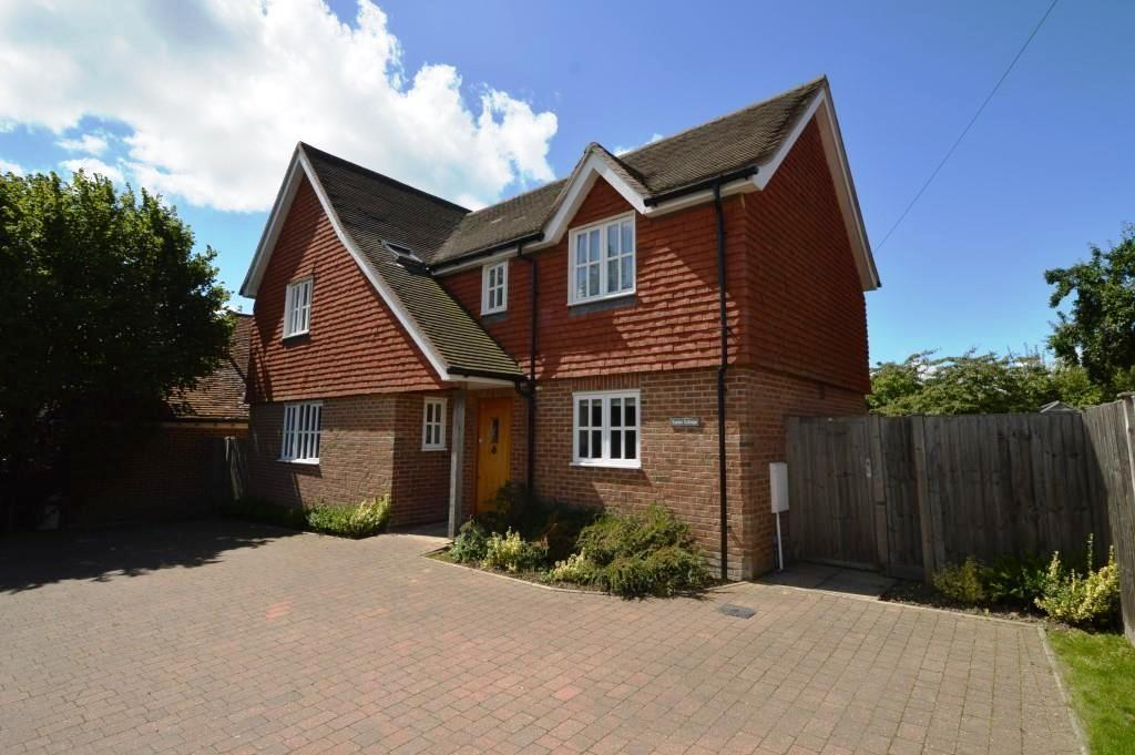 3 Bedrooms Detached House for sale in Stoner Hill, Steep, GU32