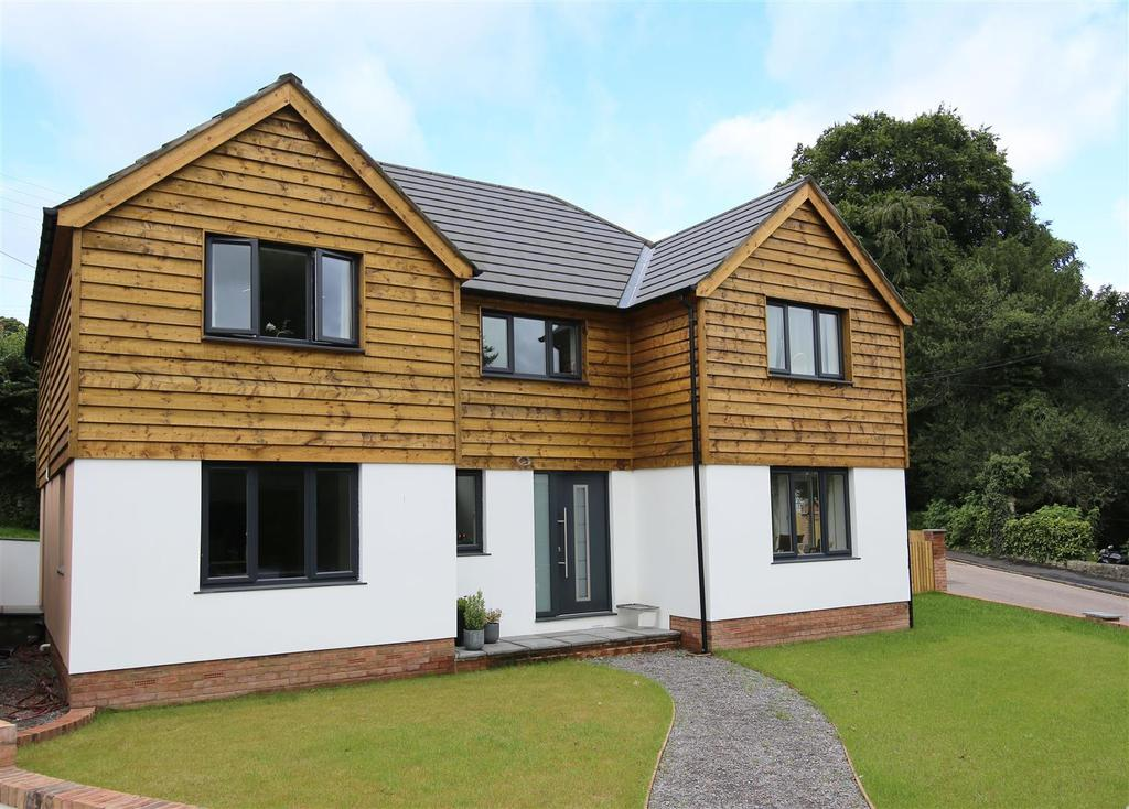4 Bedrooms Detached House for sale in The Avenue, Tiverton