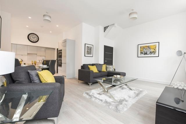 2 Bedrooms Flat for sale in Huntley Close Pelton Road SE10