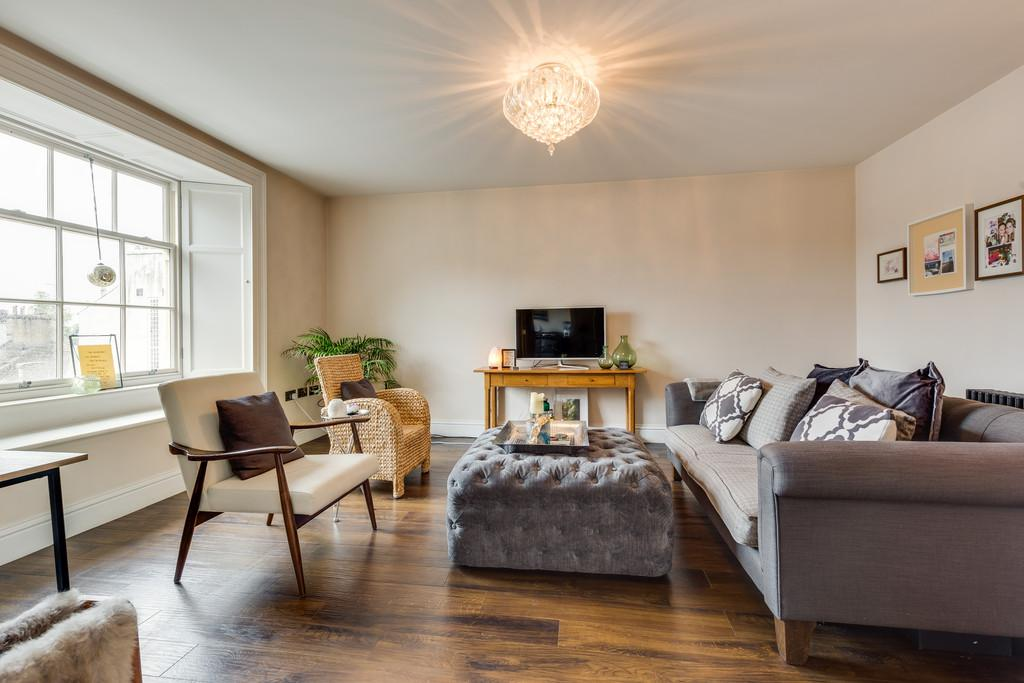1 Bedroom Penthouse Flat for sale in Flat 3, 54 Stramongate, Kendal, Cumbria, LA9 4BD