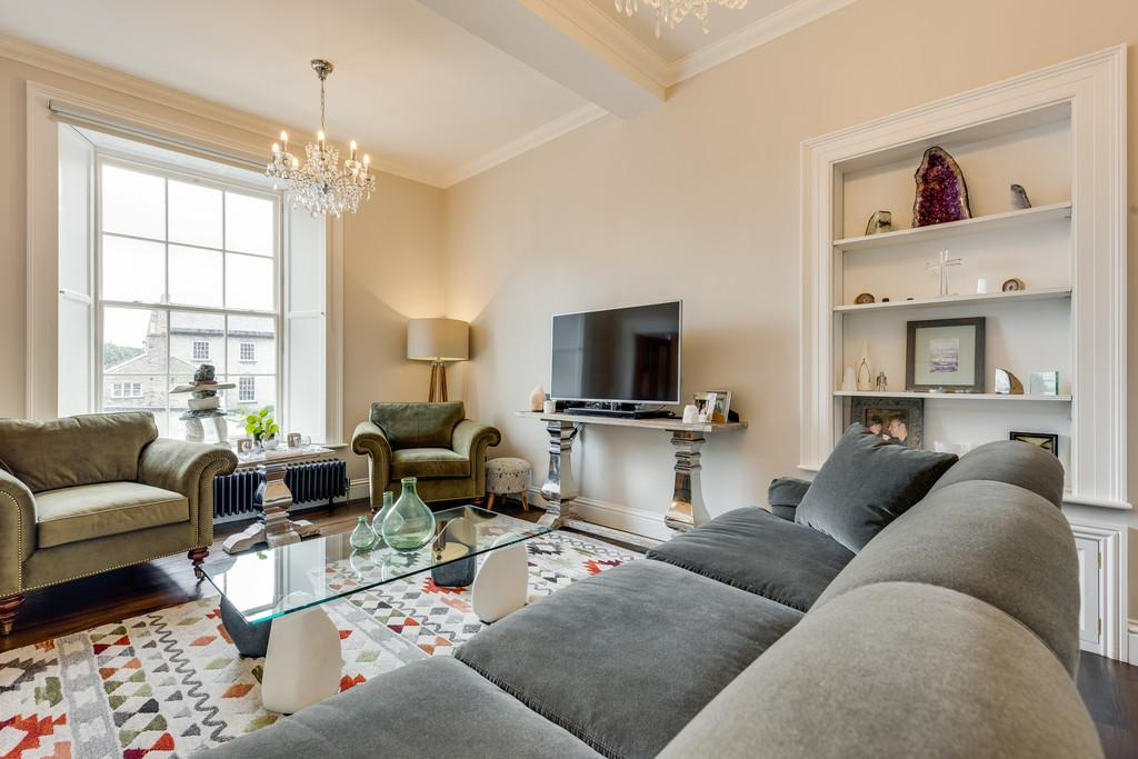 3 Bedrooms Apartment Flat for sale in Flat 1, 54 Stramongate, Kendal, Cumbria LA9 4BD